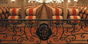 Chai du Château Pichon comtesse de Lalande avec jolie barriere en fer forgé