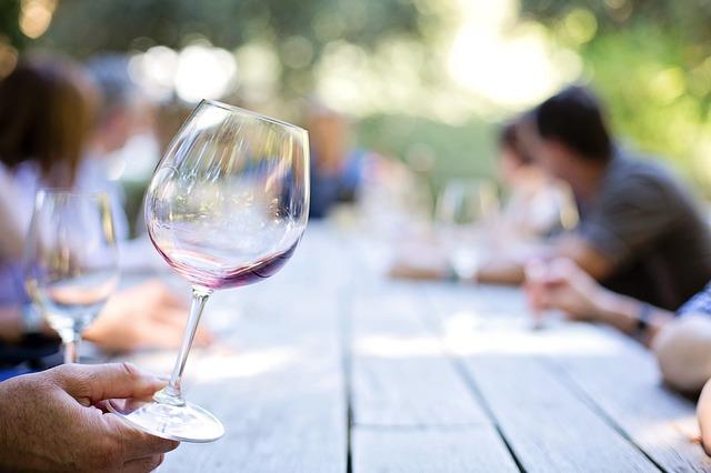 Offrir du vin et le partager - cavissima