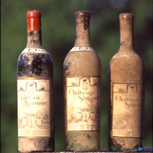 Vieilles bouteilles de Château Simone